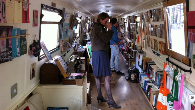 "INTERVALLO – Inghilterra/Galles, ""The Book Barge"" Independent Bookshop"