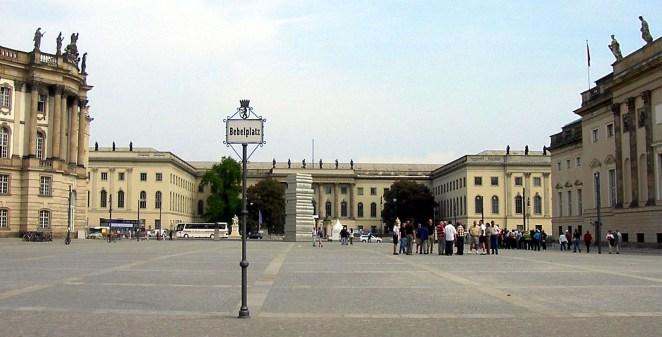 "INTERVALLO – Berlino, la ""Torre dei Libri"" inBebelplatz"