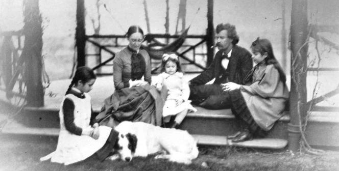 """Letteratura e fotografia: un legame (non sempre idilliaco) che dura da più di 150 anni, """"fotografato"""" in un saggio di DiegoMormorio"""