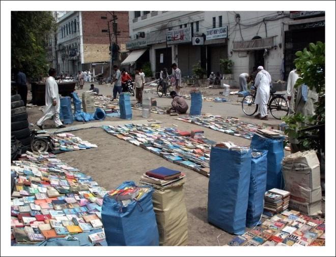 Lahore_streetlibraries_1
