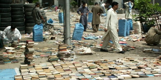 INTERVALLO – Lahore (Pakistan), librerie distrada