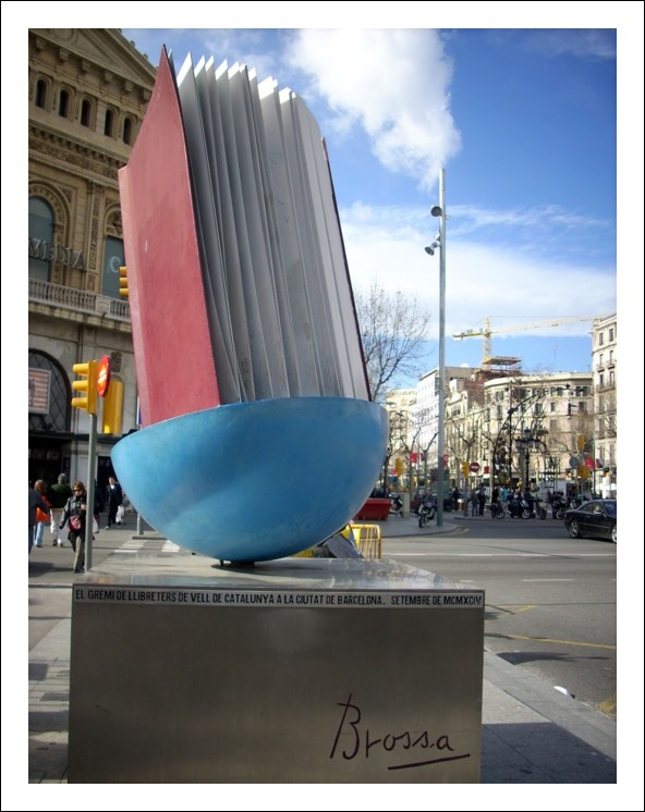 barcelona-book-monument_photo