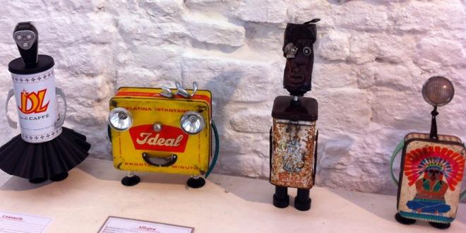 """Una """"Casa Adozioni di Robot da compagnia""""? Esiste, alla Galleria Evvivanoé di Cherasco, grazie a MassimoSirelli"""
