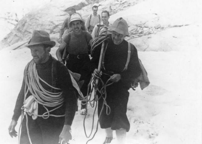 Cassin nel 1938, di ritorno dalla via sulla parete Nord delle Grandes Jorasses salita con con Ugo Tizzoni e Gino Esposito, una delle più grandi imprese alpinistiche di sempre.