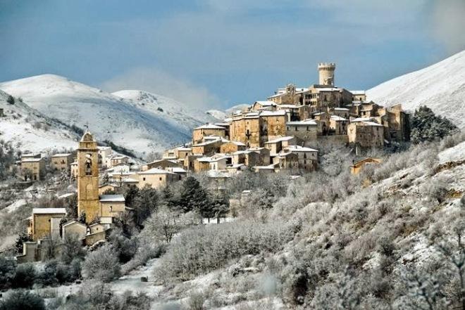 Santo Stefano di Sessanio, Gruppo del Gran Sasso d'Italia, 117 abitanti.