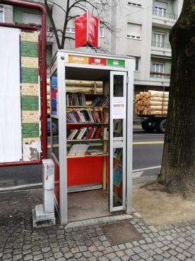 Risultati immagini per little free library cabina telefono