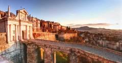 Bergamo alta,porta S.Giacomo e panorama sulla città