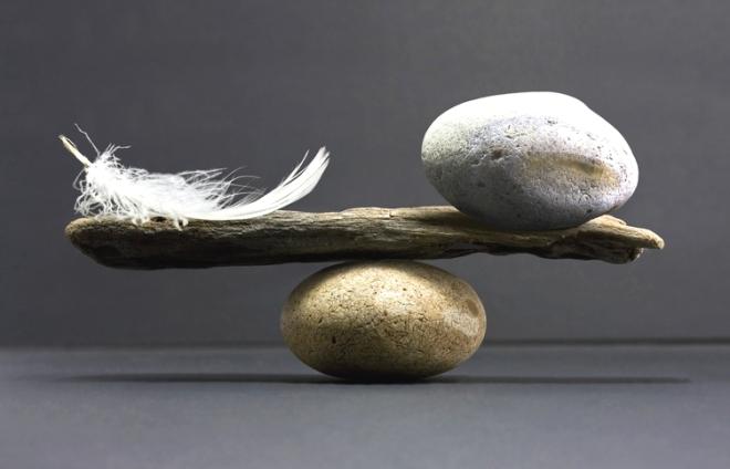 перо и камень